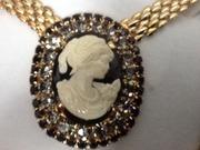 Ожерелье кулон на широкой позолоченной цеп,  итальянское,  эксклюзивное.